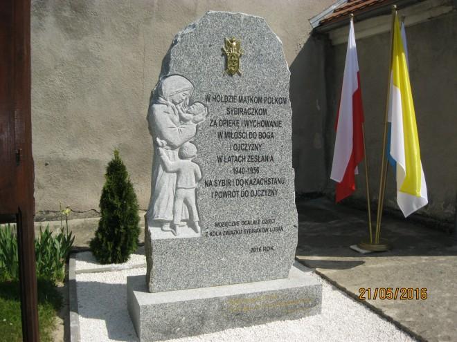 Pomnik Matki Sybiraczki w Pisarzowicach