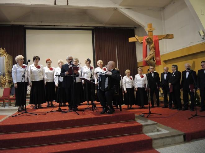 Występ połączonego chóru z Domu Kultury Zacisze w Warszawie