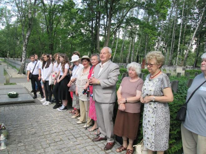 Uroczystość 77. rocznicy wywózki Polaków na Sybir na Cmentarzu Powązkowskim