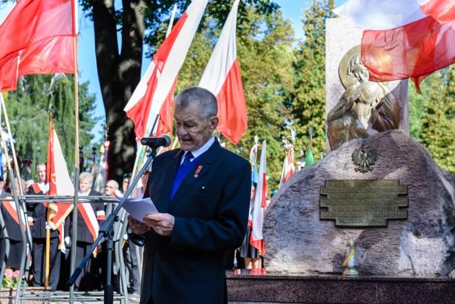 Pod Pomnikiem Katyńskim