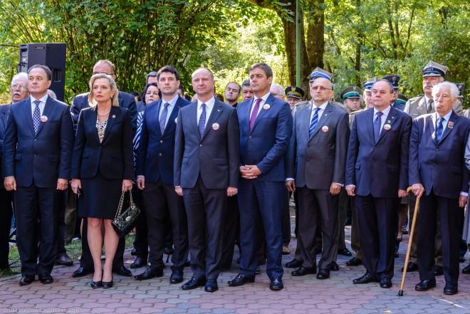 Przedstawiciele władz i organizacji kombatanckich