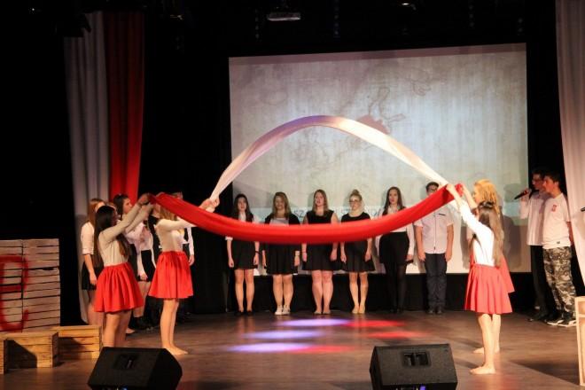 """Musical """"Mam biało-czerwone serce"""" w Bielawie"""