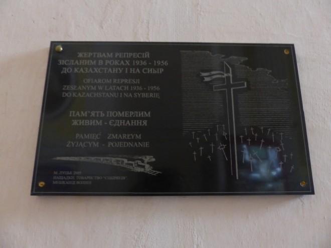 Tablica pamiątkowa w katedrze w Łucku