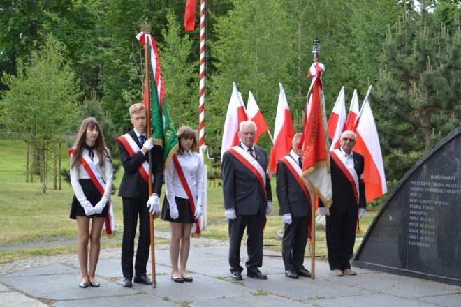 przy pomniku Pamięci Zesłańców Syberyjskich w Olsztynie